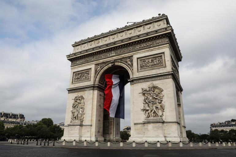 L'Arc de Triomphe habillé du drapeau tricolore, le 14 juillet 2019