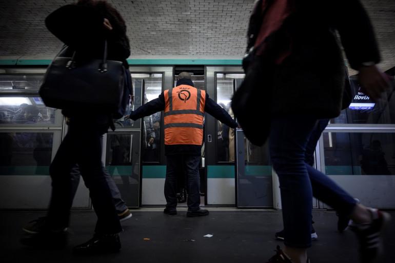 Un agent RATP assure la sécurité dans le métro (illustration)