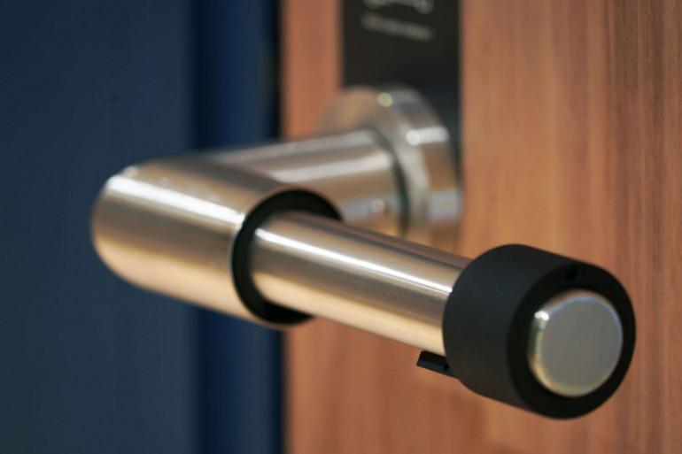 La poignée autodésinfectante Skoon smart handle