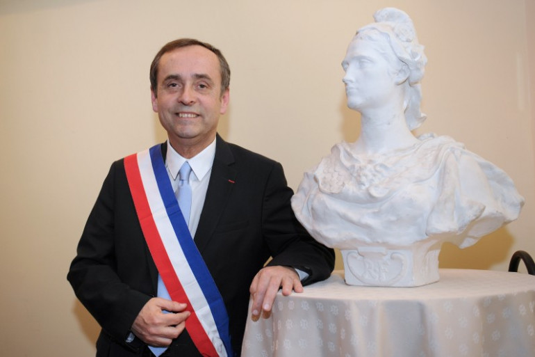 """À Béziers, la justice empêche Robert Ménard de déployer sa """"garde biterroise"""""""