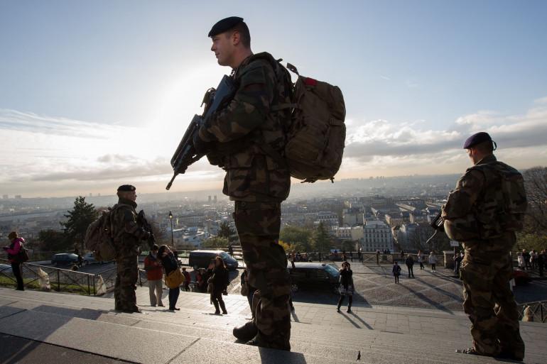 Un militaire de l'opération Sentinelle, le 26 novembre 2015 à Paris (illustration)