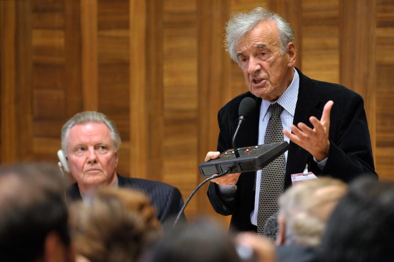 Elie Wiesel en 2009 en Suisse lors d'une conférence sur l'Holocauste
