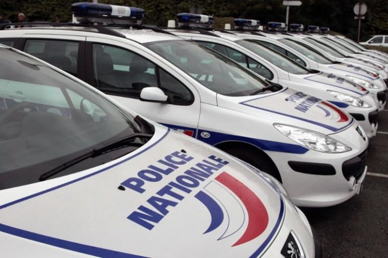 Des voitures de police stationnées à Bobigny, le 30 septembre 2008 (illustration)