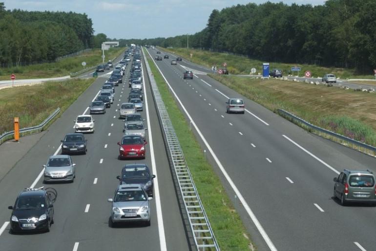 Trafic charge pour les départs sur l'autoroute sur A71, le 4 août 2012 (illustration)
