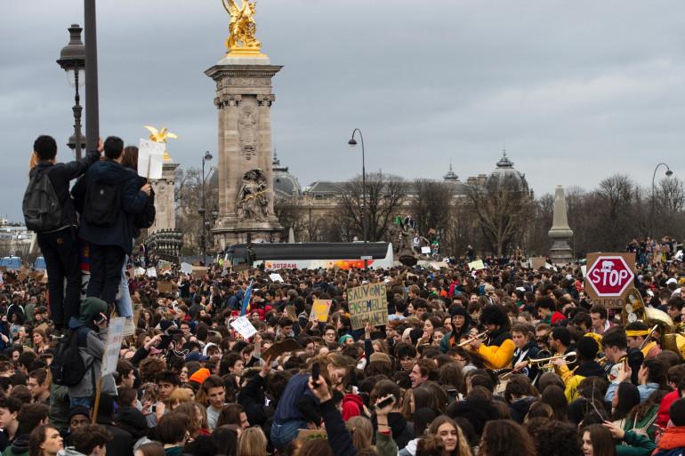 Une manifestation pour le climat, vendredi 15 mars, dans les rues de Paris