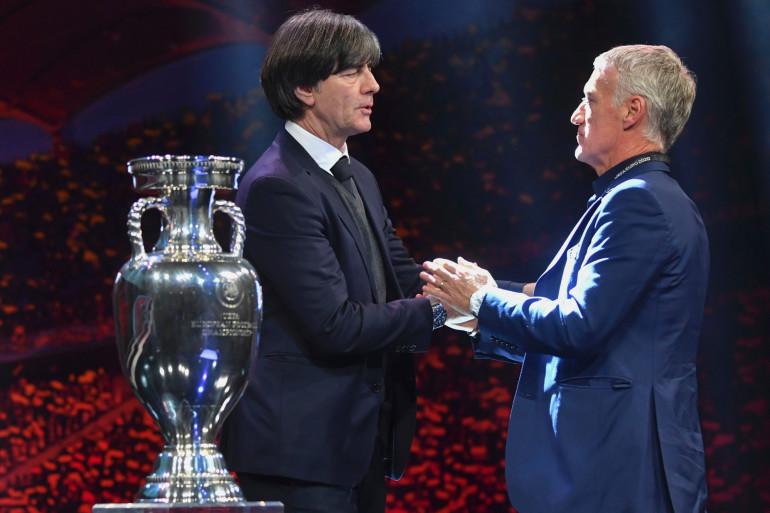 Le sélectionneur de l'Allemagne Joachim Löw avec Didier Deschamps à Bucarest le 30 novembre 2011