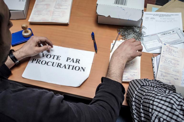 Le formulaire de vote par procuration peut être obtenu sur Internet