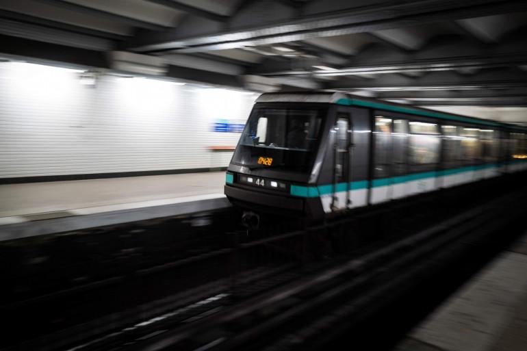 Un métro à Paris le 2 décembre 2019 (illustration)