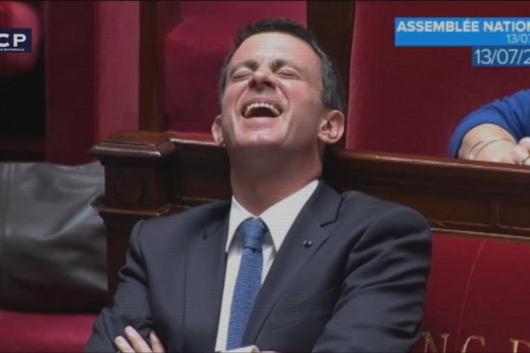 Manuel Valls pris d'un fou rire en pleine séance à l'Assemblée nationale