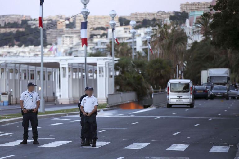 Des policiers à Nice, au lendemain de l'attentat du 14 juillet 2016