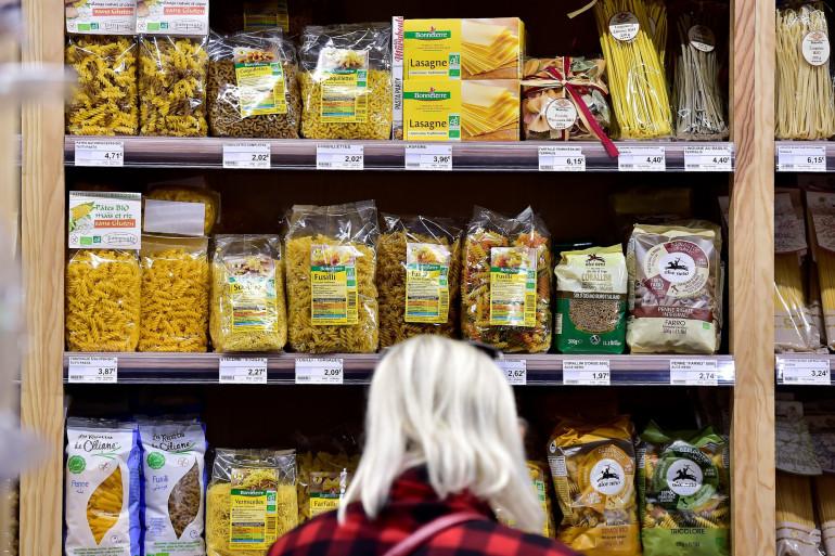 Des pâtes dans un rayon de supermarché en France (illustration)