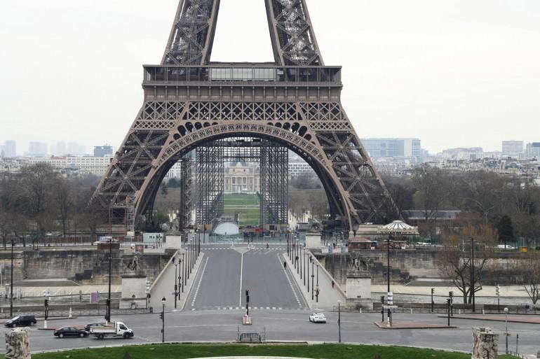 Coronavirus : la Tour Eiffel au premier jour de confinement, mardi 17 mars 2020