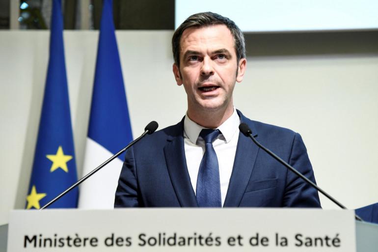 Olivier Véran lors d'une conférence à Paris le 6 mars 2020