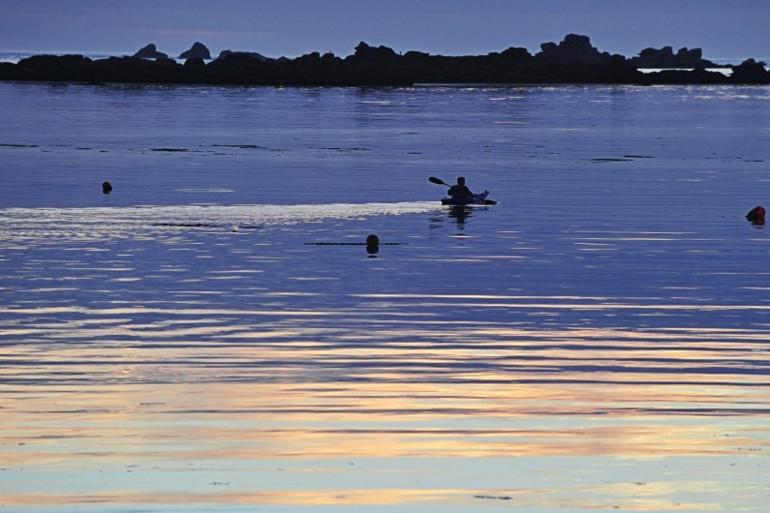 Un kayak à Plouguerneau, dans le Finistère, le 18 juillet 2010 (archives)