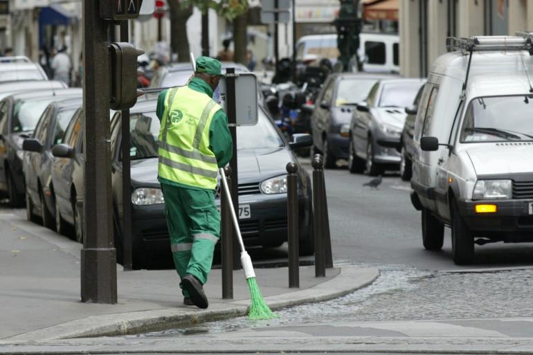 Un employé des services de propreté de la ville de Paris (Illustration).