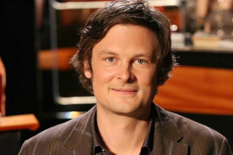 """Christophe Galfard lors de l'enregistrement de l'émission """"Au Field de la nuit"""" sur TF1, en mai 2009"""