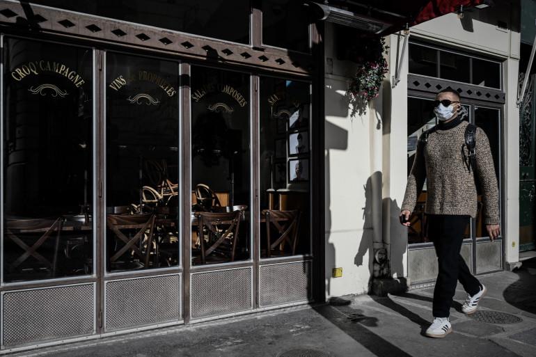 Un restaurant fermé à Paris, le 15 mars 2020.