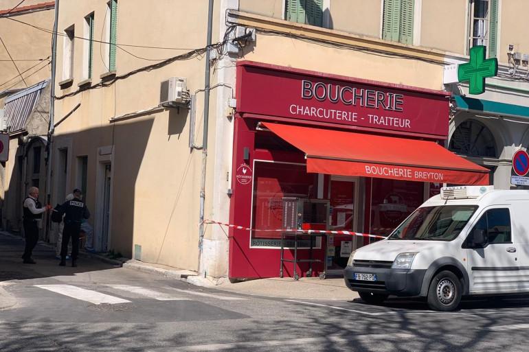 Des policiers devant la boucherie de Romans-sur-Isère