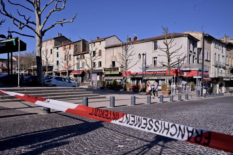 Le centre-ville de Romans-sur-Isère après l'attaque, le samedi 4 avril 2020.