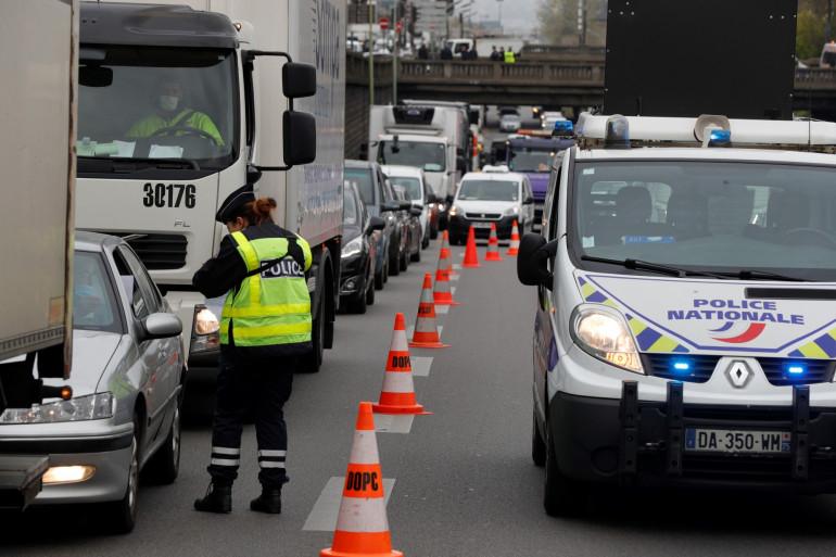 Un contrôle de police sur le périphérique parisien, le 3 avril 2020.
