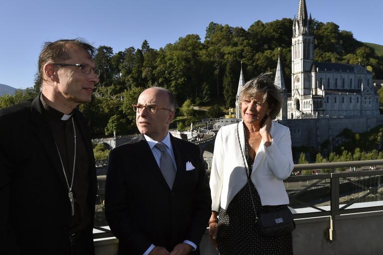 Bernard Cazeneuve en déplacement à Lourdes le 13 août 2016