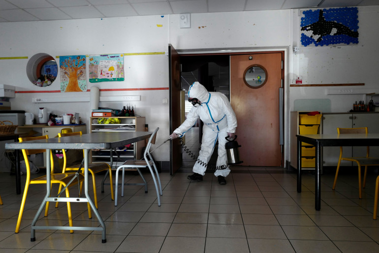 Une école décontaminée à Cannes le 10 avril 2020