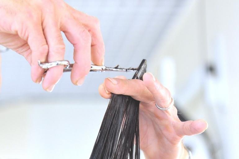 Une femme chez le coiffeur (image d'illustration).