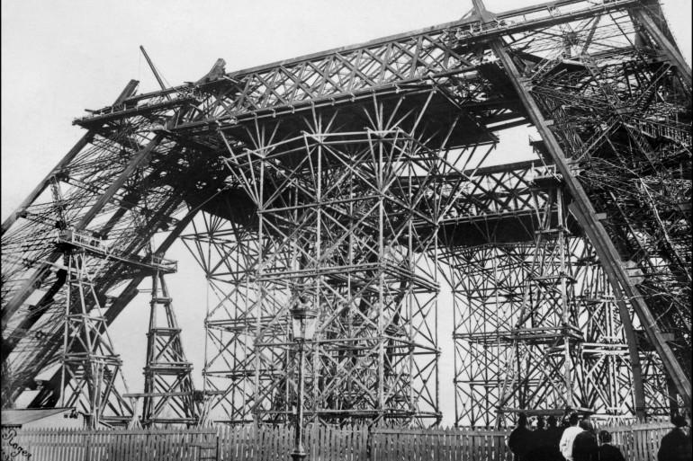 Début de la construction de la Tour Eiffel en 1887