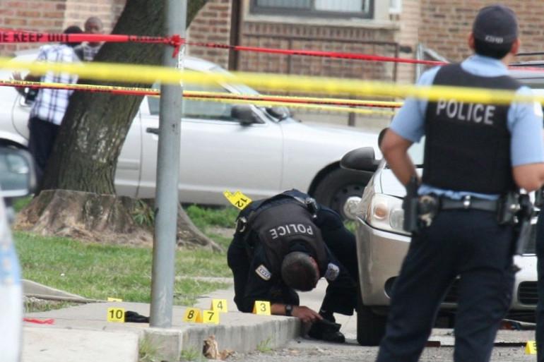 Des policiers sur la scène du meurtre de Nykea Aldridge à Chicago, le 26 août 2016
