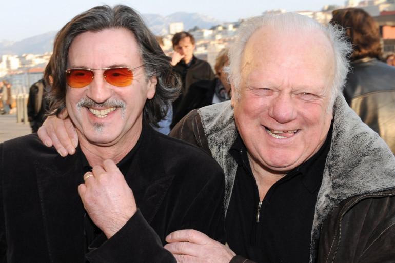"""Daniel Auteuil (à gauche) et Philippe Nahon (à droite) à la première du film d'Olivier Marchal """"MR 73"""" à Marseille, le 11 février 2008."""