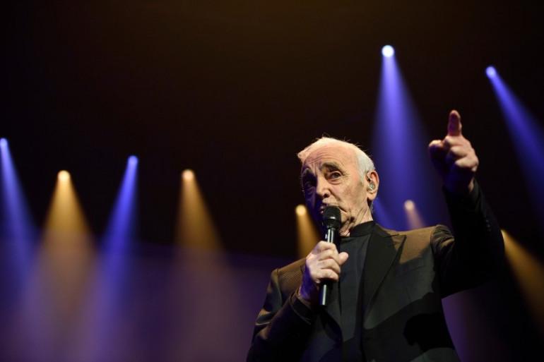 Charles Aznavour à 91 ans sur la scène du Palais des Sports le 15 septembre 2015