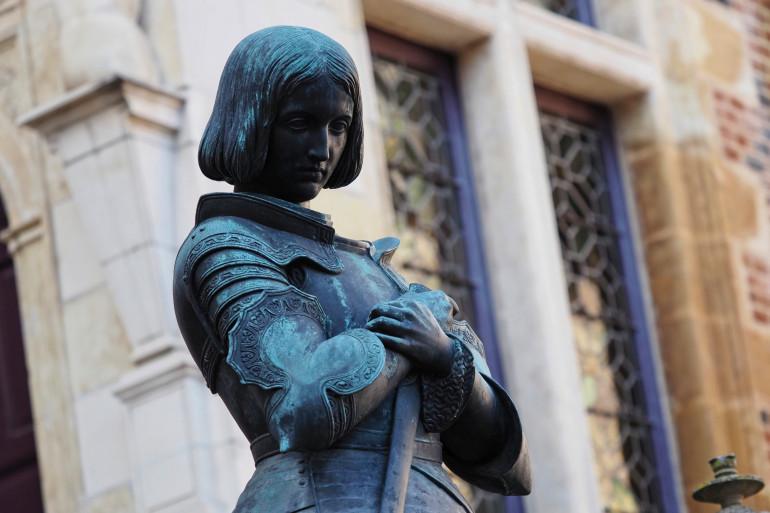 La statue de Jeanne d'Arc à l'hôtel Groslot d'Orléans