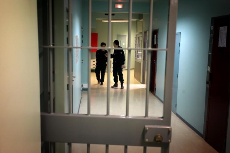 Deux surveillants dans une prison, en France (illustration)