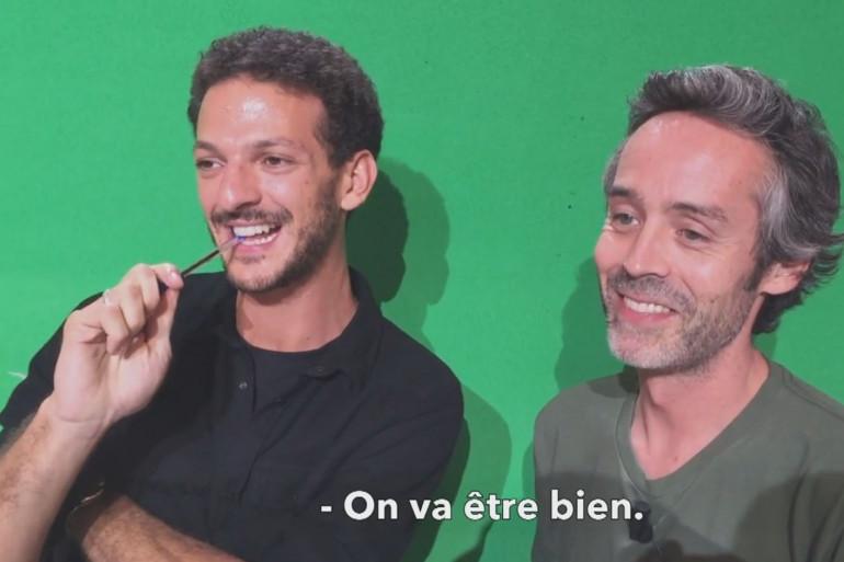 """Vincent Dedienne et Yann Barthès sur le plateau de """"Quotidien""""."""