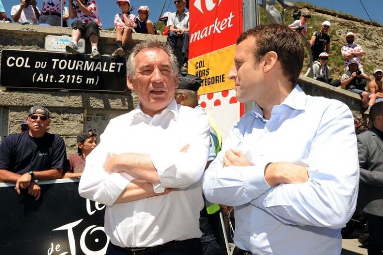 François Bayrou et Emmanuel Macron sur une étape pyrénéenne du Tour de France, le 9 juillet 2016