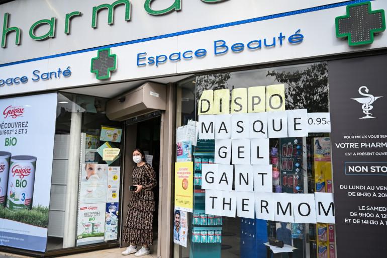 Une pharmacie à Paris, le 4 mai 2020.