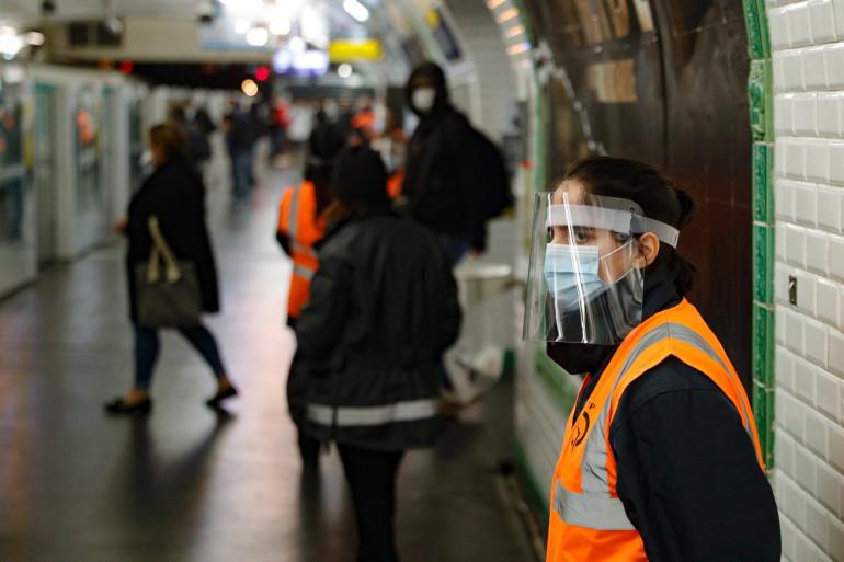 La sécurité était déployée dans les métros parisiens pour ce premier jour de déconfinement, lundi 11 mai.