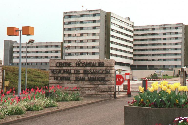 Le centre hospitalier régional de Besançon (CHRU) de Besançon le 20 avril 2002.