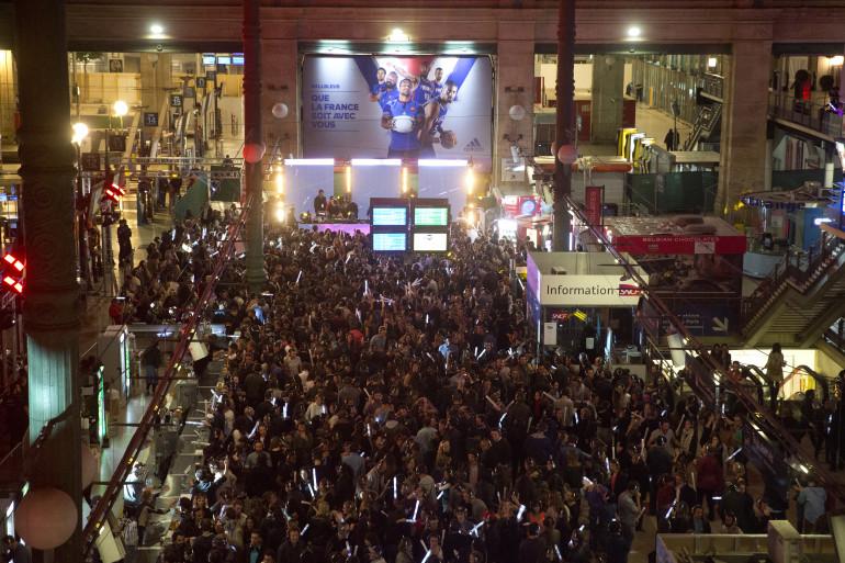 L'intérieur de la Gare du Nord à Paris pour la Nuit Blanche, le 4 octobre 2015
