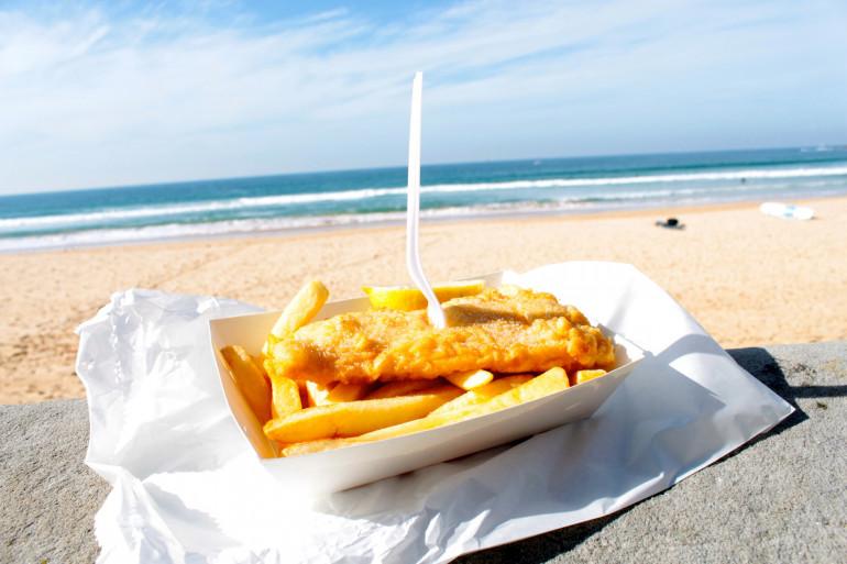 Une assiette traditionnelle de fish and chips