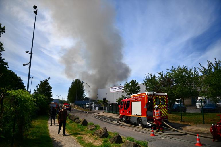 Un incendie s'est déclaré dans un entrepôt en Seine-Saint-Denis.