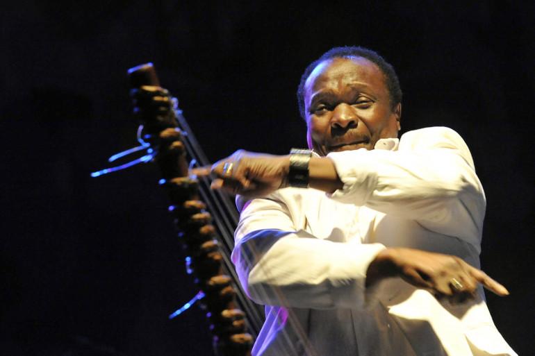 """Mory Kanté, chanteur et musicien guinéen connu grâce au tube """"Yéké Yéké"""""""