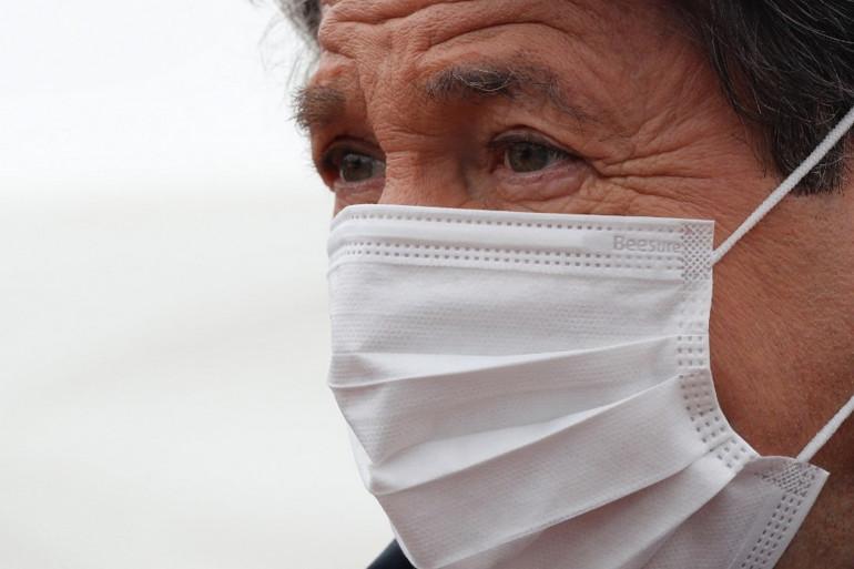 Le maire de Nice Christian Estrosi, portant un masque le 1 avril 2020
