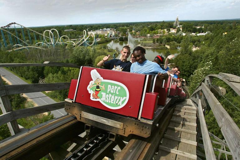 Les montagnes russes du parc Astérix, le 21 juillet 2004 à Plailly (Oise).