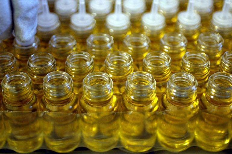 Des bouchons d'huiles essentielles du laboratoire Algotherm (Illustration)