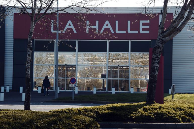 """Le réseau de magasins La Halle va être """"découpé"""" à la suite de 25 propositions de reprises différentes transmises au groupe Vivarte"""