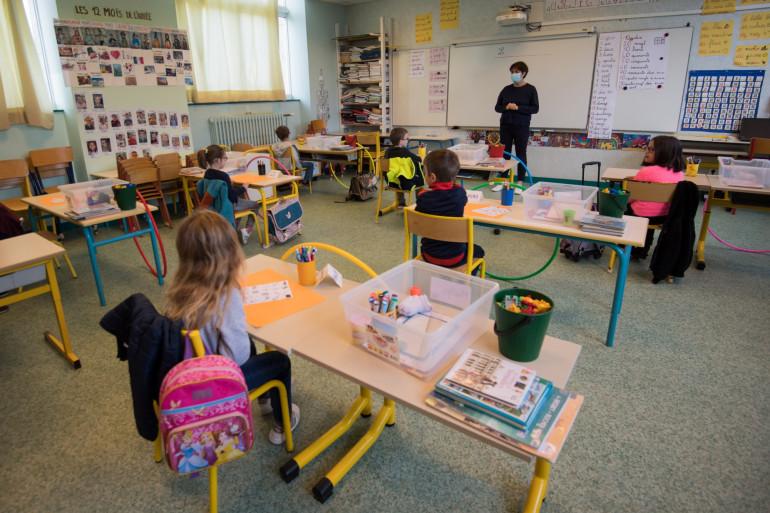 Une classe de l'école Trinité sur l'île de Groix (ilustration)