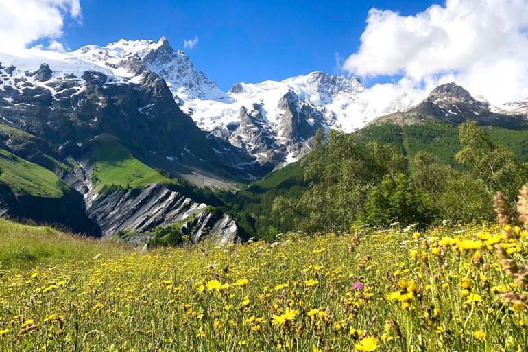 Photo depuis le village de la Grave (Hautes-Alpes), du mythique sommet de la Meije ( 3 984 mètres) dans le massif des écrins