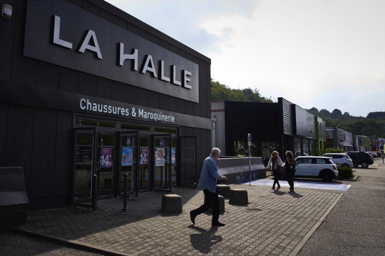 Un magasin La Halle aux Chaussures (illustration)