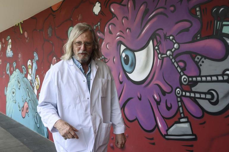 Le professeur Didier Raoult dans les couloirs de l'IHU de Marseille, le 3 juin 2020.